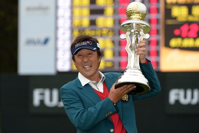 昨年大会で、シニアツアー初優勝を飾った奥田靖己(画像提供:日本プロゴルフ協会 2014年 富士フイルムシニアチャンピオンシップ 事前 奥田靖己