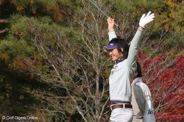 石川遼 18番でホールインワン!?1オンに成功し、大歓声に両手を挙げて喜ぶ石川遼