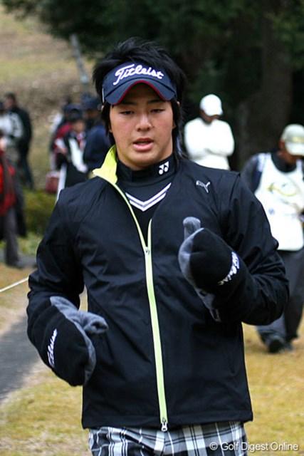 石川遼 上着と手袋を小まめに装着し、寒さ対策も万全!好スコアへと導いた一因の1つだ