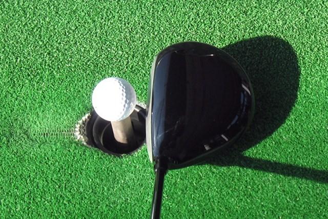 シャフトが長いためヘッドはどうしても小さく見える。ミート率が高いゴルファーと相性がよさそうだ