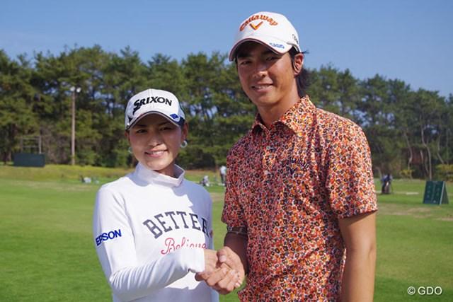 2014年 京セラ フェニックスチャレンジ 石川遼&横峯さくら 石川遼と横峯さくらがガッチリ握手。米女子ツアーのファイナルQTに挑戦する横峯に、石川からエールを送られた