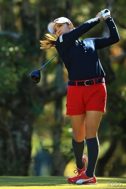 ほけんの窓口レディース、センチュリー21レディス、NEC軽井沢72ゴルフの年間3勝。惜しくも念願の賞金女王には届かず賞金ランキング2位で出場。1アンダー9位タイスタートです。