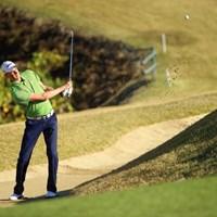 身長が3mある彼でも頭が出ない深いバンカーがあるなんて。 2014年 カシオワールドオープンゴルフトーナメント 初日 デビッド・スメイル