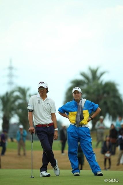2014年 カシオワールドオープンゴルフトーナメント 2日目 石川遼 石川葉子 だいぶキャディ姿が板についてきたね。