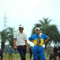 だいぶキャディ姿が板についてきたね。 2014年 カシオワールドオープンゴルフトーナメント 2日目 石川遼 石川葉子