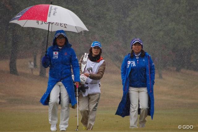 2014年 日韓女子プロゴルフ対抗戦 初日 吉田弓美子(右) リベンジを誓った成田美寿々とのペアリングだったが相手の粘り勝ち。明日のシングルス戦こそ!