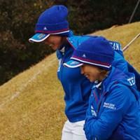 世界ランク上位の強豪を前に、ドローに持ち込んだ上田(手前)&原。それでも「勝てた試合」だったと唇を噛んだ 2014年 日韓女子プロゴルフ対抗戦 初日 原江里菜 上田桃子