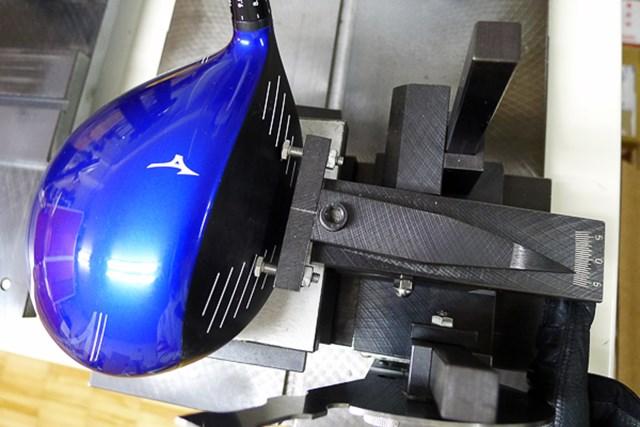 マーク試打 ミズノ JPX850 ドライバー 表示ロフト角9.5度に設定した時、フェース角は-3.5度。ヘッドの座りの影響もあって、オープンフェースの度合が大きい