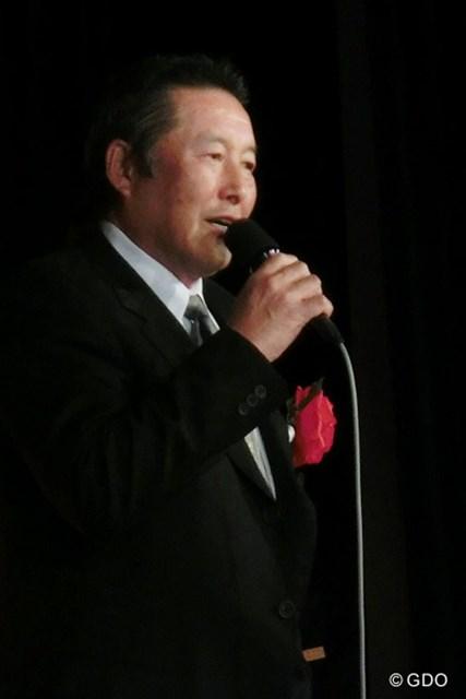 ライバル?青木功の祝賀会でスピーチするジャンボ