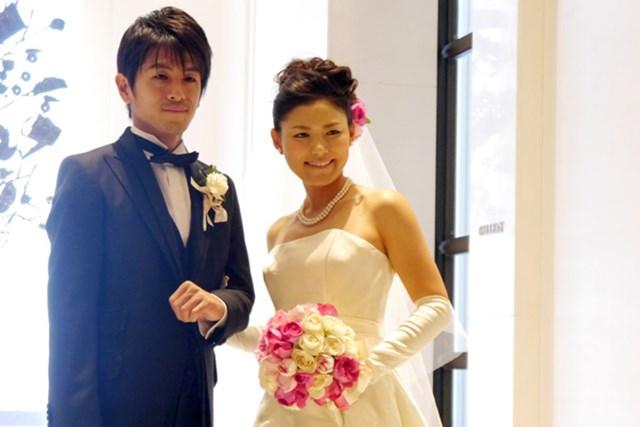 2014年 横峯さくら 結婚式 都内で挙式した横峯さくらはウェディングドレスに身を包んだ(所属事務所提供画像)