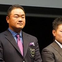 「忙しくて賞金王の実感は噛みしめられていない」と語った小田孔明(左)と、新たに本間ゴルフと契約した藤本佳則 「世界のトップ選手になりたい」 プロ転向の森田遥、藤本らが本間ゴルフと契約