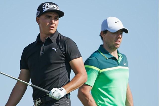 2015年 アブダビHSBCゴルフ選手権 初日 リッキー・ファウラー ロリー・マキロイ マキロイ(右)は2015年の初ラウンドをファウラーとともにした(Scott Halleran/Getty Images)