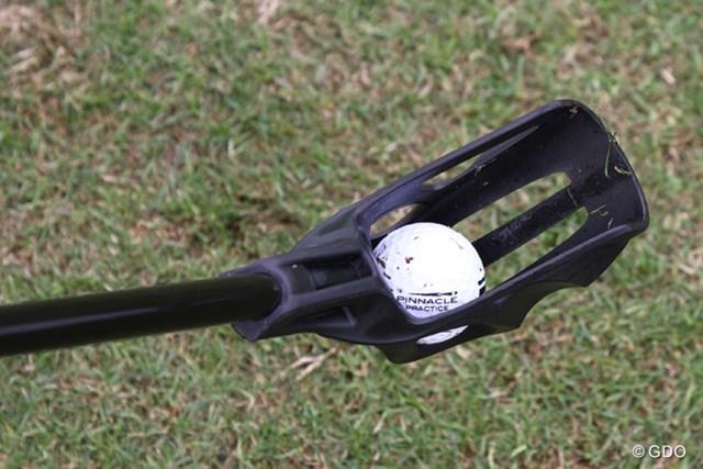 ボールを遠くに投げやく作られたスティックを使用する『Fling Golf』。PGAショーで初披露となった