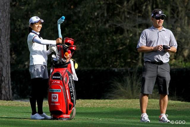 2015年 コーツゴルフ選手権 by R+L Carriers 事前 宮里藍 10年目のシーズンを迎える宮里藍がコース入り。キャディは引き続きミック・シーボン氏が務める
