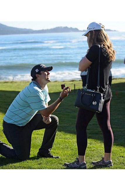 試合出場中のM.ハバードがラウンド直後、グリーン脇でガールフレンドにプロポーズした(PGA TOUR)