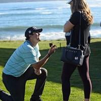 試合出場中のM.ハバードがラウンド直後、グリーン脇でガールフレンドにプロポーズした(PGA TOUR) 2015年 AT&Tペブルビーチナショナルプロアマ 初日 マーク・ハバード