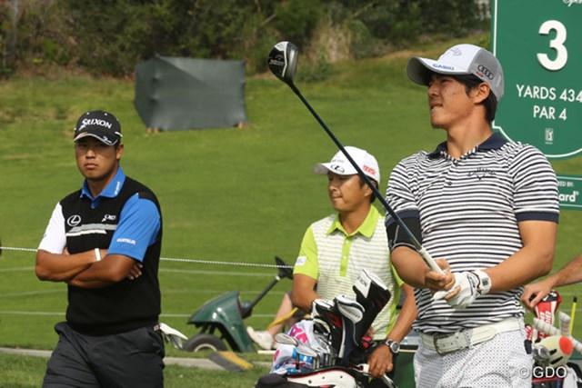 開幕2日前に松山と練習ラウンドを行った石川。白いグリップを装着したクラブで調整
