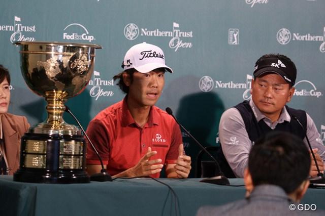 プレジデンツカップを前に、意気込みを語った米国系韓国人のケビン・ナ(中央)とチェ・キョンジュ