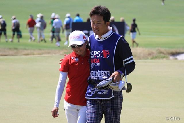 コーチの青山充氏がキャディを務め、「不安がない」と上原彩子