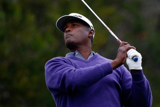51歳のベテラン、ビジェイ・シンが暫定首位スタートをきった(Todd Warshaw/Getty Images)
