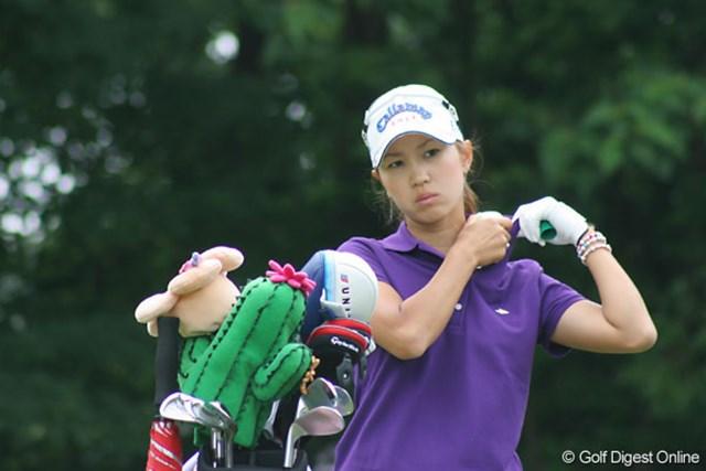 We Love KOBEサントリーレディスオープンゴルフトーナメント3日目 上田桃子 疲れが溜まっているのか。ティショットがぶれ、この日は6割ぐらいで振っていたという上田桃子