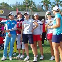 エイミー・ヤンを18番グリーン脇で見守る韓国人選手たち 2015年 ホンダ LPGAタイランド 最終日 韓国勢