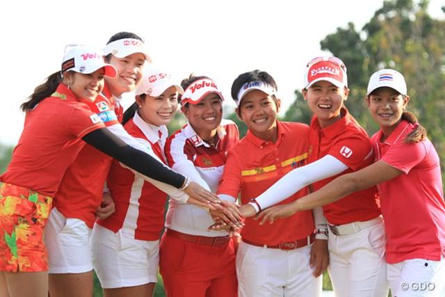 2015年 ホンダ LPGAタイランド 最終日 タイの選手たち 表彰式に集まったアリヤ・ジュタヌガンらタイ人選手たち。彼女たちがLPGAツアーを制する日も近いはず