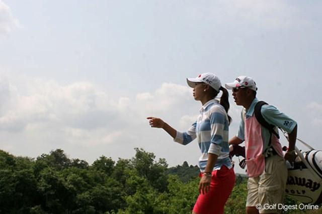 We Love KOBEサントリーレディスオープンゴルフトーナメント1日目 上田桃子 「今日のショットならこのスコアはまぁまぁ」という上田桃子。余裕の2アンダーは、実力アップの証拠か