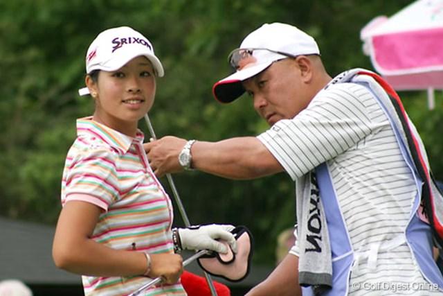 We Love KOBEサントリーレディスオープンゴルフトーナメント1日目 森田理香子 不動、大山と同組で回ったアマチュアの森田理香子。それでもマイペースでプレーし1オーバーで初日を終えた