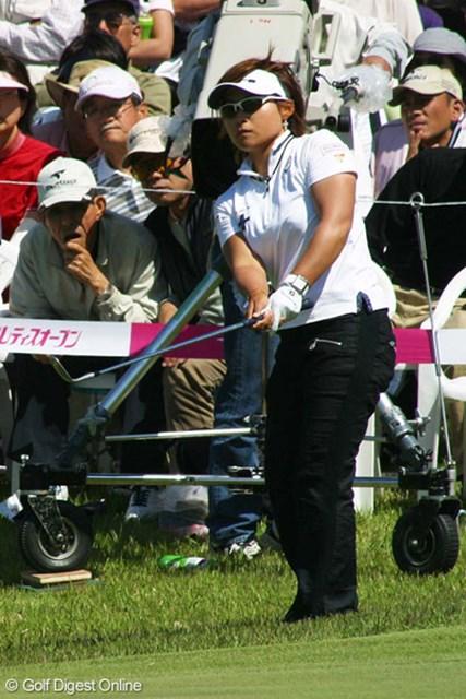 中京テレビ・ブリヂストンレディスオープン最終日 馬場ゆかり プレーオフをかけたアプローチを放つ馬場ゆかり。これを外し、優勝を逃した