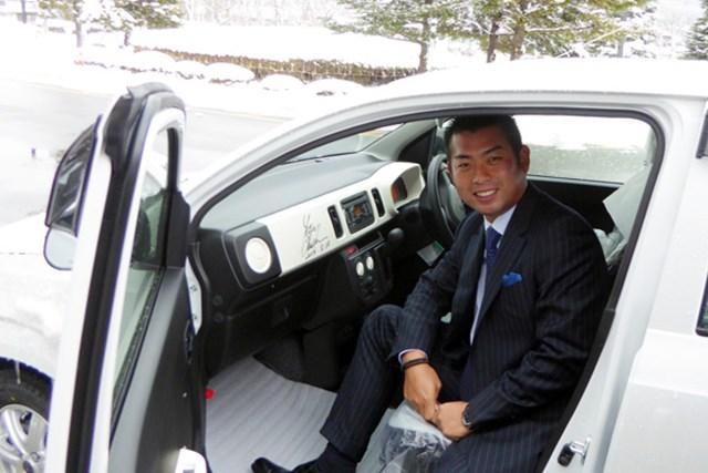 被災地の自治体に日本ツアー選手会が福祉車両を寄贈。選手会を代表して東北に足を運んだ池田勇太