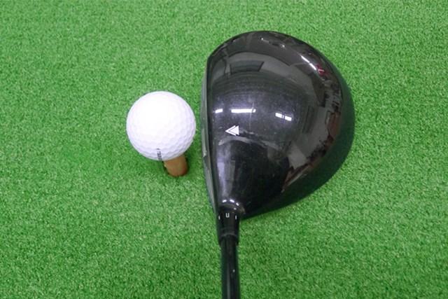 マーク試打 ヨネックス EZONE Tri-G ドライバー ヘッドはオーソドックスな丸形、ロフト可変スリーブだがスッキリとしたネック形状となっている