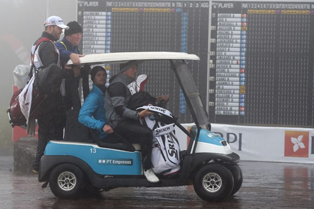 3日目も大雨・・・試合は36ホールに短縮された(Ross Kinnaird/Getty Images)