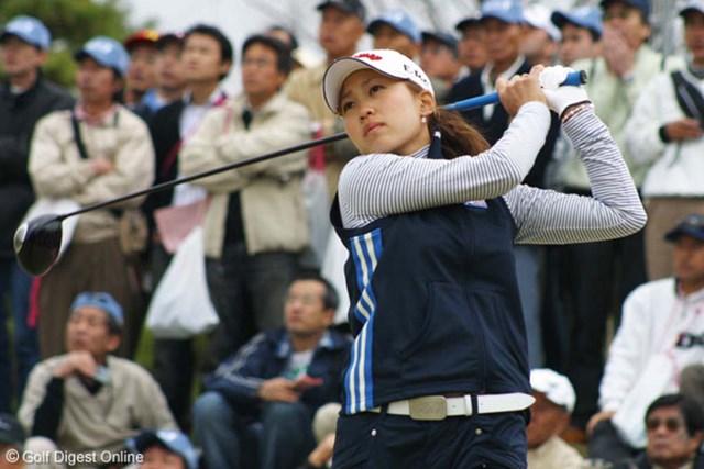 最終組でトップのぺを追いかける上田桃子