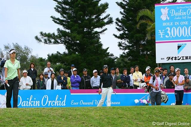 ダイキンオーキッドレディスゴルフトーナメント1日目 宮里藍 横峯さくら 大山志保 開幕戦初日のラウンドは宮里藍、横峯さくら、大山志保という顔ぶれになった