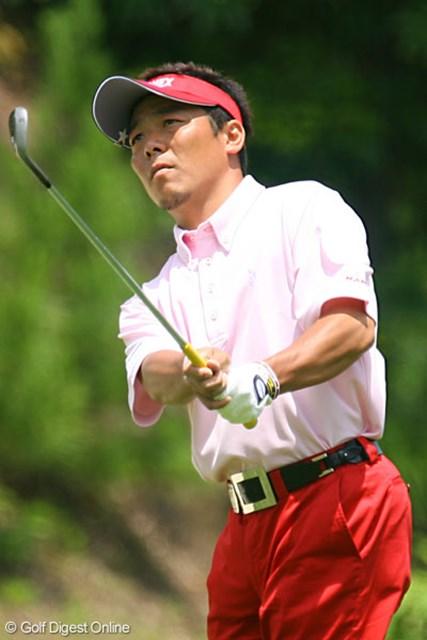 日本プロゴルフ選手権大会3日目 菊池純 真っ赤なパンツで登場した菊池純。1バーディ、1ボギーで優勝争いに食らいつく