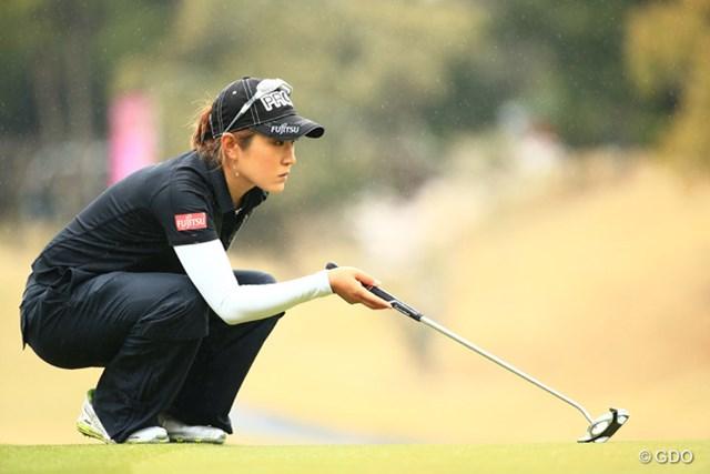 後続選手が伸び悩む中、トップから出た藤本麻子が「68」をマークして独走態勢を築いた