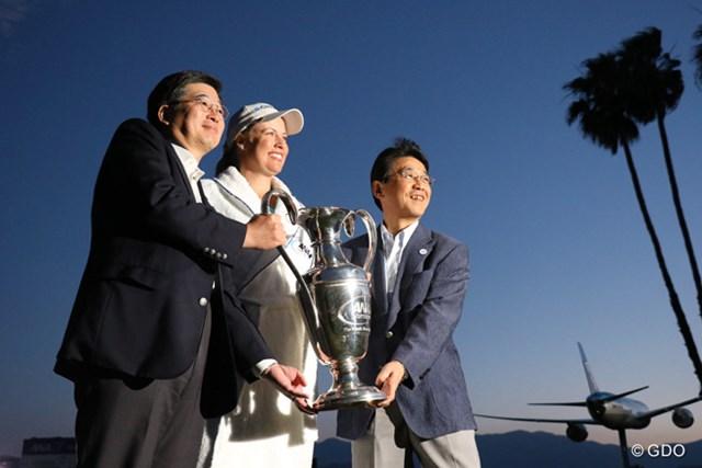 トーナメント消失の危機を救ったANA。優勝者への副賞はペアのファーストクラスシート。フィアンセとハネムーンに使ってください!