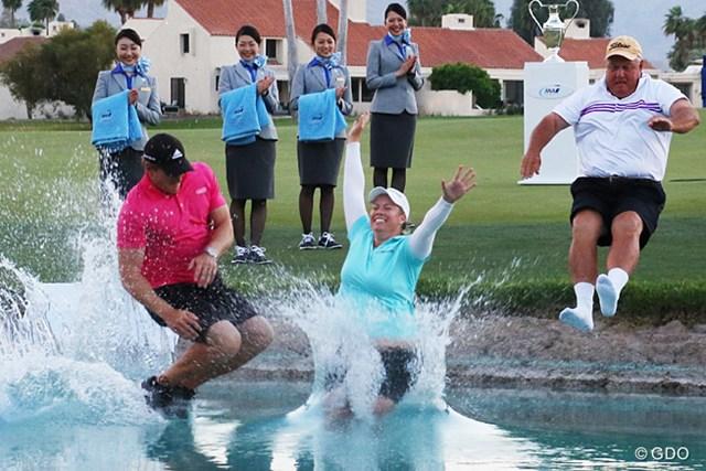 優勝して池にダイブ。世界ランクも7位に飛び込んだ。