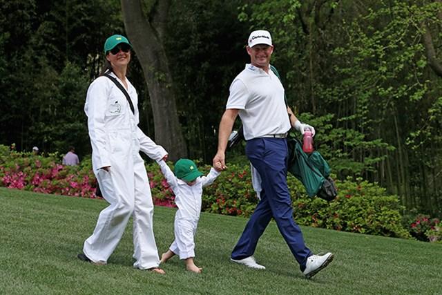 子供は裸足、奥さんはサンダル。J.ドナルドソンはピクニック感覚でエンジョイ(Andrew Redington/Getty Images)
