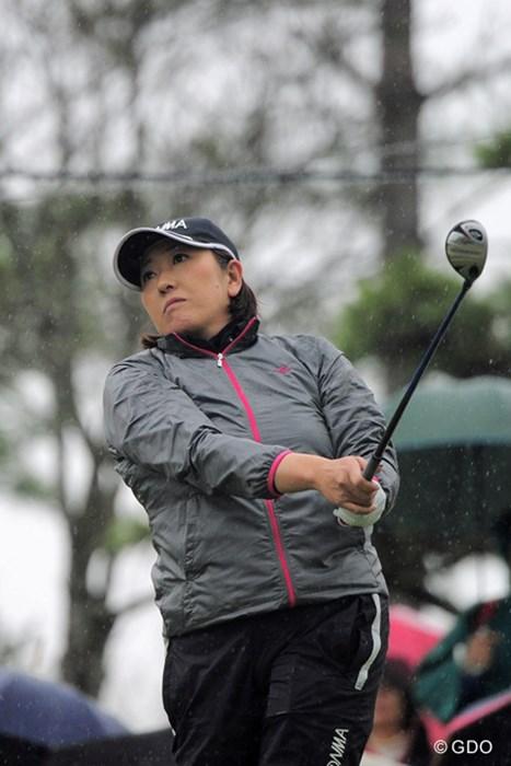 ママになって落ちたとはいえ福嶋晃子の飛ばしは健在。17番のドラコンでは2位の記録(251ヤード)を打ち立てた 2015年 スタジオアリス女子オープン 初日 福嶋晃子