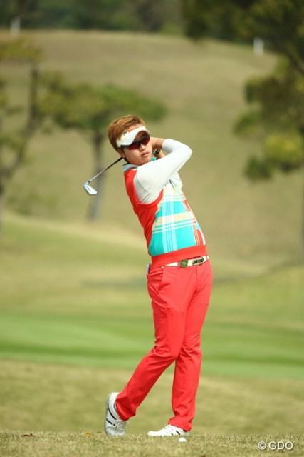 この方、韓国人の女性ゴルファーっぽい。