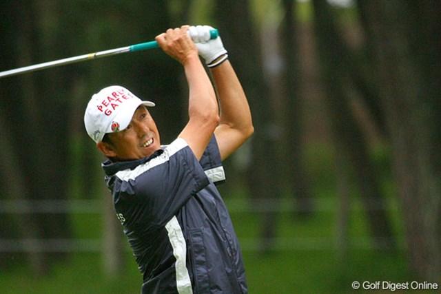 2009年 三菱ダイヤモンドカップ 初日 芹澤信雄 49歳の芹澤信雄が元気いっぱい! 生き生きとしたプレーが印象的だ