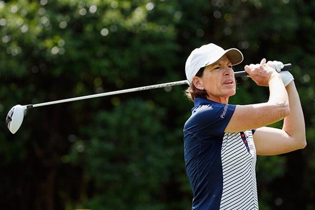 54歳のジュリ・インクスターが5アンダーで首位タイに立った(Tom Pennington/Getty Images)