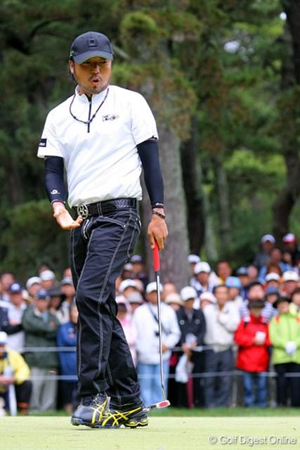 三菱ダイヤモンドカップゴルフ 2日目 片山晋呉 片山晋呉も強風に惑わされた1人。特にグリーン上ではナーバスになっていた