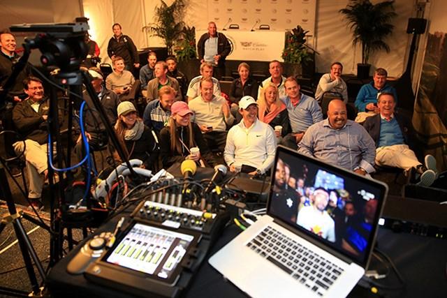 2015年 WGC キャデラックマッチプレー 4日目 ロリー・マキロイ ラスベガス行きの夢はかなわず、マキロイはサンフランシスコの試合会場で世紀の一戦をテレビ観戦した(David Cannon/Getty Images)