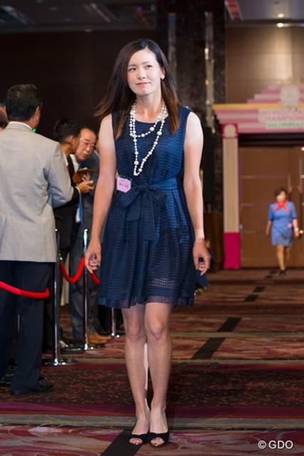 よく見るとドレスは網みたいになってる!!