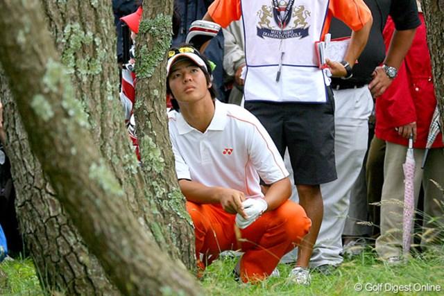 三菱ダイヤモンドカップゴルフ 3日目 石川遼 17番のティショットを林に打ち込んでトラブルに。ボギーに抑え切れなかった