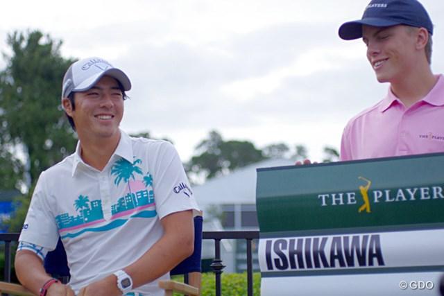 初出場選手が集まったメディアセッション。名前の記されたボードの横にちょこんと座り、石川は照れ笑い?