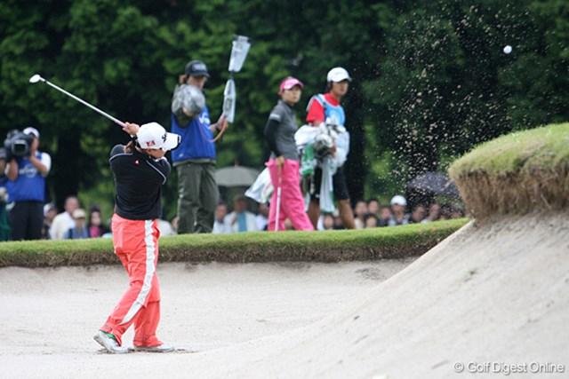 廣済堂レディスゴルフカップ2日目 横峯さくら お手本にしたいあごの高いバンカーショット